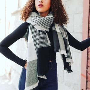 Accessories - 🎢Plaid Knit Soft scarf (Price Today only!)